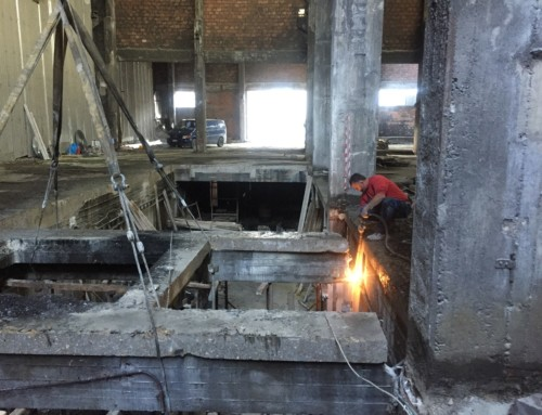 Demolition of a series of R/C slabs and beams using specialised cutting equipment